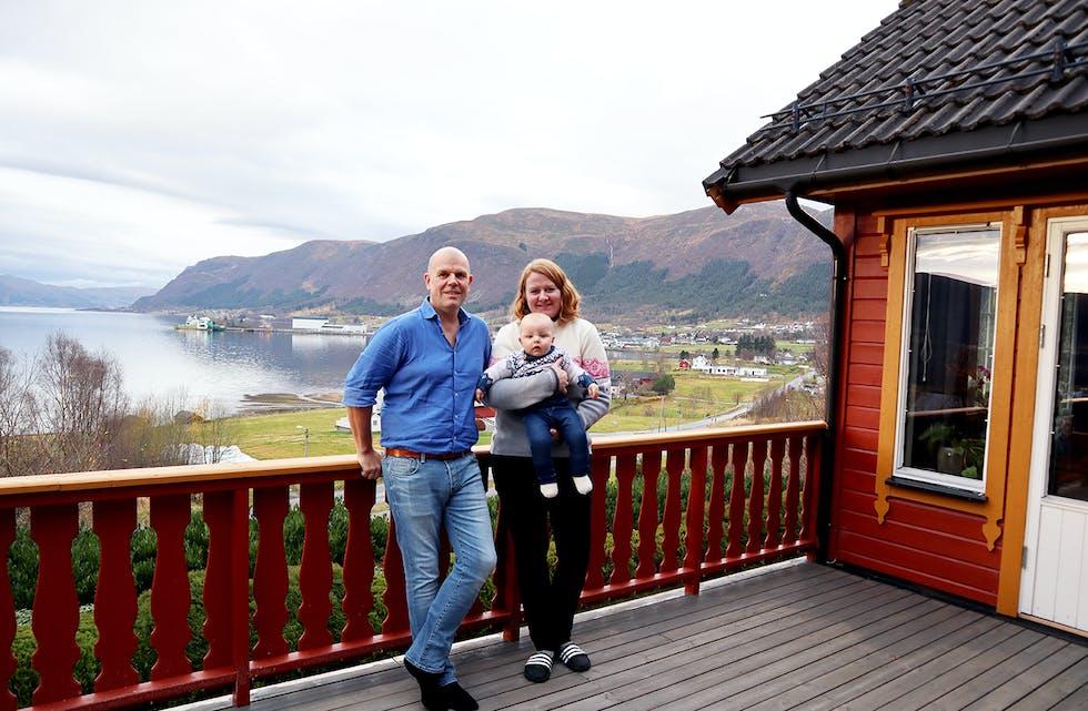 Ole André Rusten og Synnøve Berget hadde ingen konkrete planar om å flytte tilbake til kommunen. Men det var før vesle Knut- Ivar kom til verda. Då var det heller ikkje så viktig med bru.