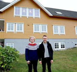 Det er ikkje mange månadane sidan Sonja Skoge Sivertstøl og Njål Sivertstøl bytte ut bylivet i Oslo med det meir landlege livet i Sildevika, litt sør for Hakallestranda. Her ser dei mange moglegheiter og tenkjer at dei vert verande.