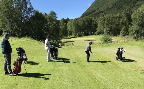 UVISS FRAMTID: Vanylven golfklubb ser det som svært utfordrande å halde fram som dei gjer i dag, om ikkje fleire brukar bana og vert aktive i klubben. No håper dei interesserte ser moglegheita og kjem på årsmøte i helga.