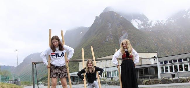 STYLTRER var populært. Frida Strand Myrnes, Jordan Rønnestad og Mathilde Takset.