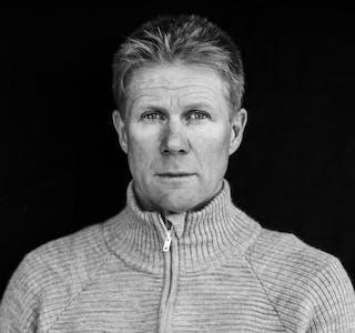 Forfatter og bonde Tore Kvæven fotografert hjemme på gården i Sirdal.  Foto: Tommy Ellingsen