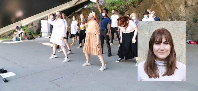 ENSEMBLE: Martine Velsvik Bondhus og dei andre i ensemblet har øvd mykje før premiera på musikalen «Spring Awakening». Her er dei på utandørs øving på Karpedammen Scene på Akershus festning.